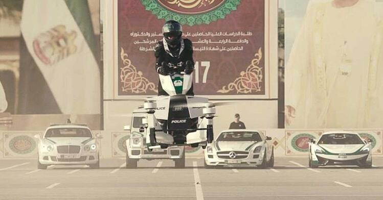 dubai-police-training-officers-hoverbikes1